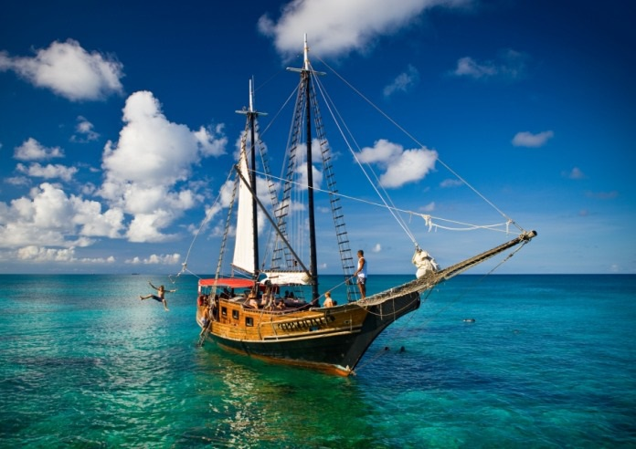 Jolly Pirates Sailing Aruba